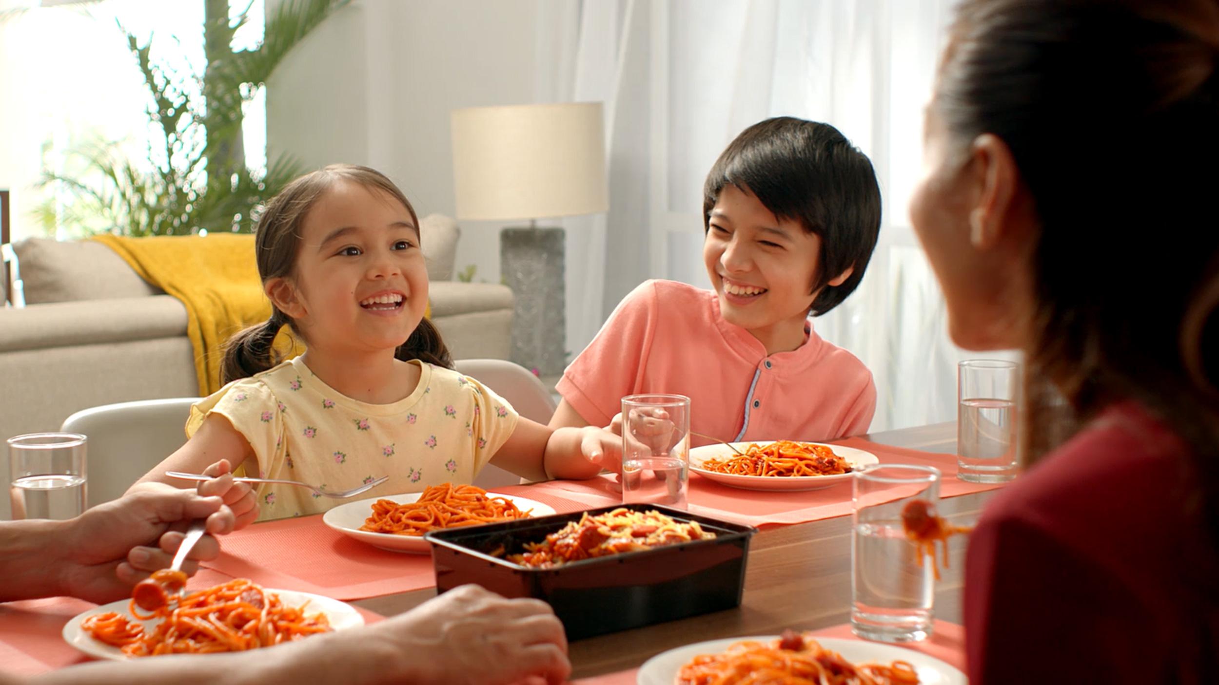 family eating Jolly Spaghetti